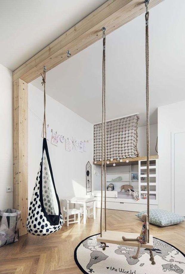Si vous avez un grand espace, jouez avec les poutres ou le plafond !